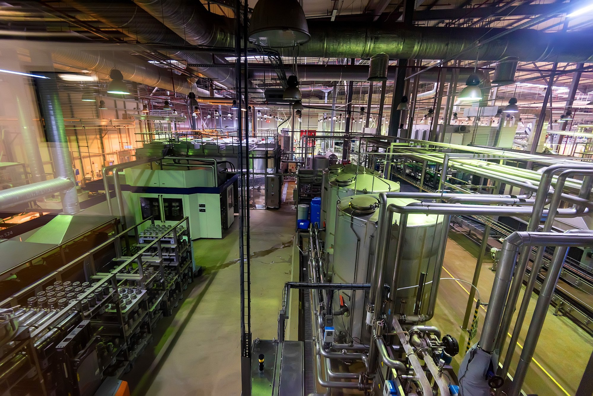 industrial-interior-of-soft-drinks-factory-with-YTV62F7